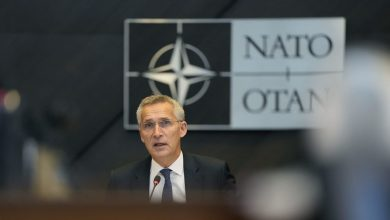"""صورة الناتو يطرد 8 من أعضاء بعثة روسيا لدى الحلف خشية """"نشاط خبيث"""".. وموسكو ترد"""