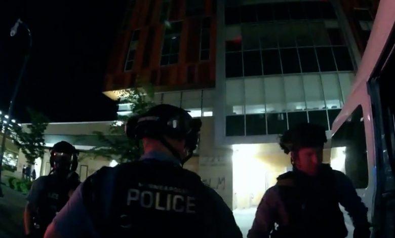"""كاميرا-ترصد-تخطيط-أفراد-شرطة-أمريكيين-لـ""""اصطياد""""-متظاهرين-بعد-مقتل-جورج-فلويد"""