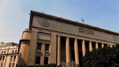 """صورة محكمة مصرية تعاقب طبيبين وموظف بسبب التنمر على ممرض في قضية """"السجود للكلب"""""""