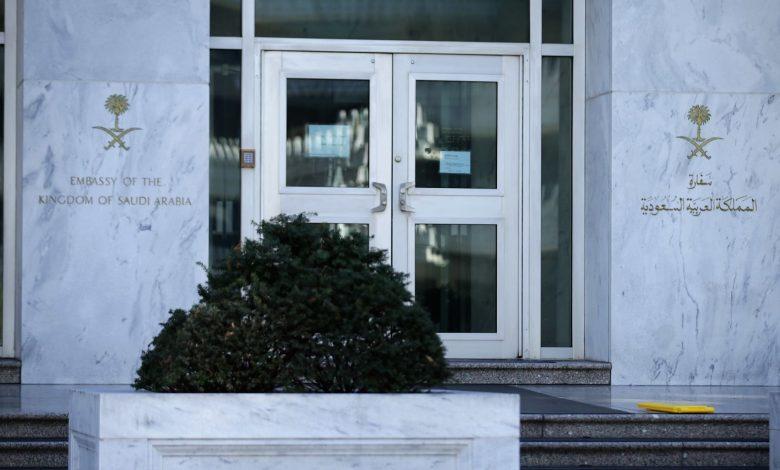 """""""الحرية-أولًا""""-تعرض-صورة-خاشقجي-على-واجهة-مبنى-السفارة-السعودية-في-واشنطن"""