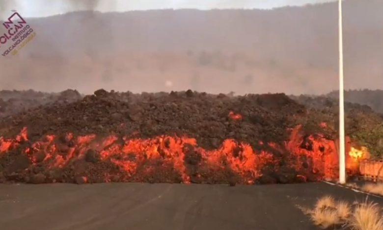 كتل-من-حمم-بركانية-بحجم-مبان-تتدفق-من-بركان-لابالما-في-جزر-الكناري