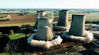 صورة بدقة متناهية وفي آن واحد.. شاهد لحظة تفجير 4 أبراج تبريد محطة طاقة في بريطانيا