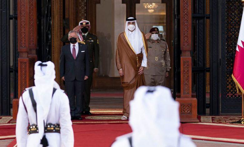 تداول-فيديو-أمير-قطر-وملك-الأردن-بأحد-المطاعم-بالدوحة