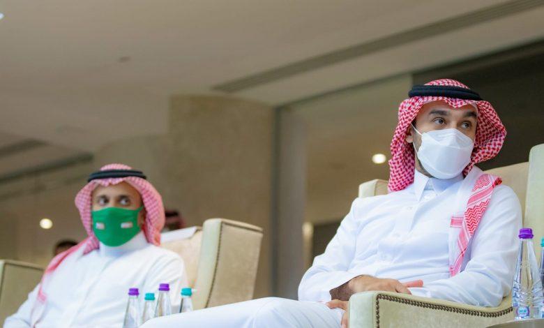 تداول-رد-فعل-وزير-الرياضة-السعودي-مع-حارس-المنتخب-فواز-القرني-بعد-مباراة-الصين