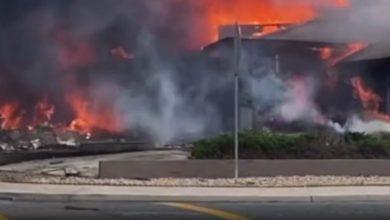 صورة سقطت وانفجرت فورًا.. لحظات تحطم طائرة فوق حي سكني في كاليفورنيا