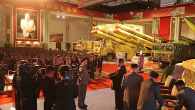 """صورة """"لم نر شيئًا كهذا من قبل"""".. خبراء قلقون من ترسانة أسلحة كوريا الشمالية التي عُرضت مؤخرًا"""