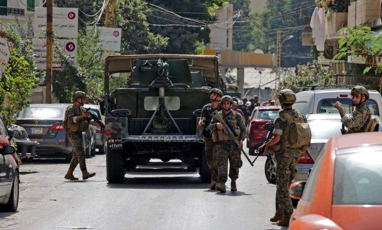 مظاهرات-حزب-الله-وأمل-في-لبنان-الجيش-يطلب-من-المدنيين-إخلاء-الشوارع.-ويحذر:-سنطلق-النار-على-أي-مسلح