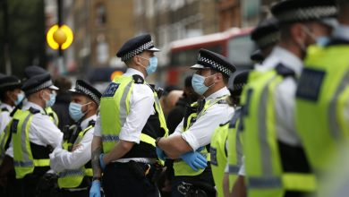 صورة تعرض نائب في البرلمان البريطاني للطعن عدة مرات