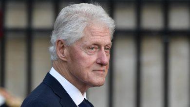 صورة يتطلع للعودة للمنزل قريبًا.. هذه آخر مستجدات حالة بيل كلينتون الصحية
