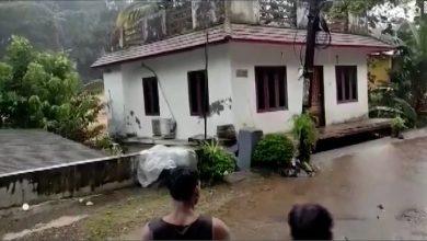 صورة شاهد.. انهيار منزل بأكمله جرفته فيضانات عارمة في الهند