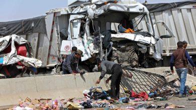 صورة مصرع 19 في تصادم شاحنة وحافلة ركاب في مصر.. وشهود: السائق توفي قبل الحادث