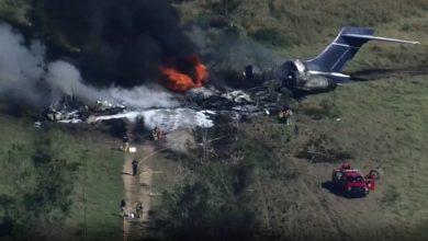 صورة تدحرجت على المدرج واشتعلت.. أولى لحظات تحطم طائرة ركاب في تكساس