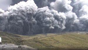 شاهد-لحظة-انفجار-بركان-جبل-أسو-في-اليابان