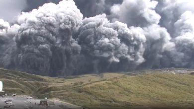 صورة شاهد لحظة انفجار بركان جبل أسو في اليابان