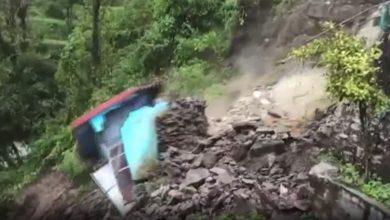 صورة شاهد لحظة انهيار مبنى في الهند جراء الفيضانات الجارفة