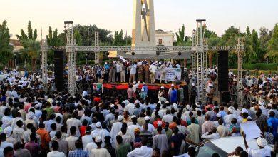 صورة الجيش السوداني يغلق كل الطرق المؤدية لمقر قيادته قبيل خروج الاحتجاجات