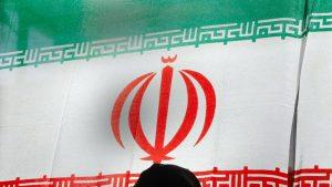 مسؤول-إيراني-يتلقى-صفعة-أثناء-تنصيبه-محافظا-لأذربيجان-الشرقية.-فما-السبب؟