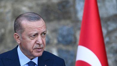 """صورة أردوغان يأمر باعتبار سفراء 10 دول """"أشخاصًا غير مرغوب فيهم"""" بعد مطالبتهم بإطلاق سراح عثمان كافالا"""