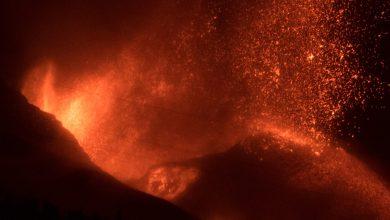 صورة بعد أكثر من شهر.. استمرار بركان لا بالما بالثوران