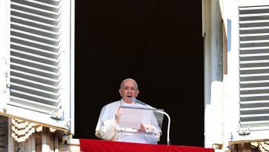 """صورة البابا فرنسيس يشبّه مراكز احتجاز المهاجرين الليبيين بـ """"معسكرات الاعتقال"""""""